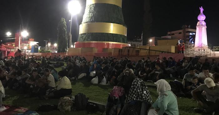 Segunda caravana de salvadoreños se concentra en plaza Salvador del Mundo para partir hacia Estados Unidos
