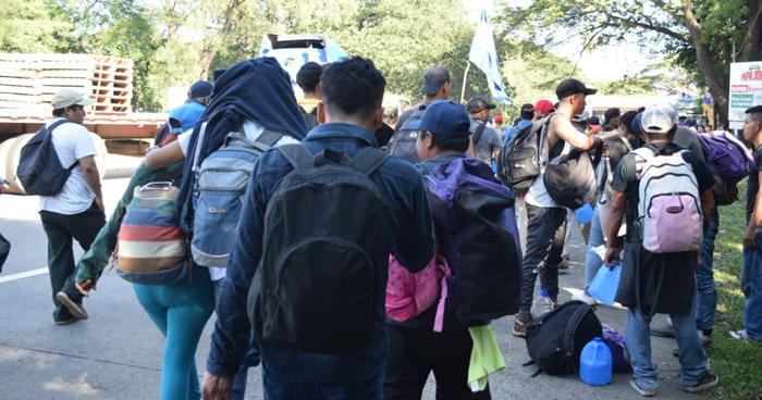 Retornan a El Salvador más de 200 integrantes de diferentes caravanas que viajan a EEUU