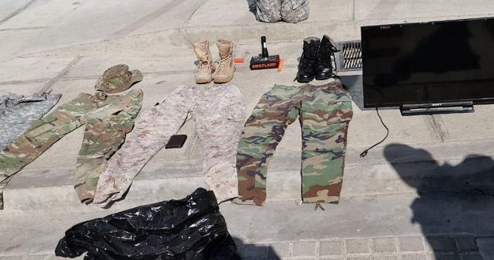 Incautan uniformes militares en colonia de Zacatecoluca, La Paz