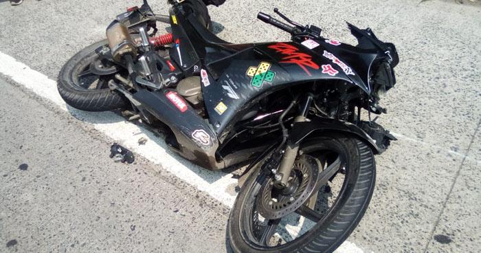 Motociclista muere al accidentarse en carretera Comalapa