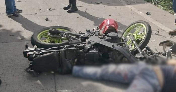 Motociclista pierde la vida tras impactar con autobús en calle Antigua a Nejapa