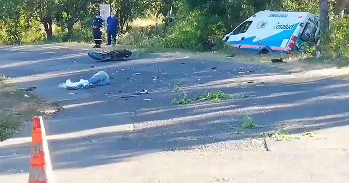 Muere motociclista tras chocar contra una ambulancia en San Miguel