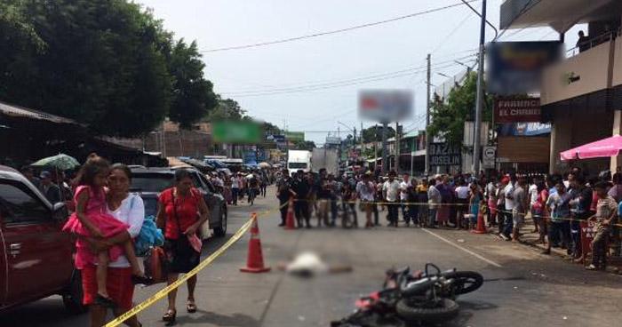 Motociclista muere al ser arrollado por conductor de camión placas guatemaltecas