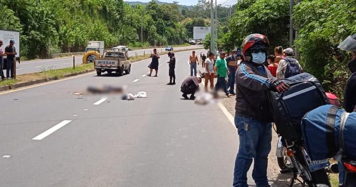 Motociclista muere al ser embestido por un pick up en carretera de Sonsonate