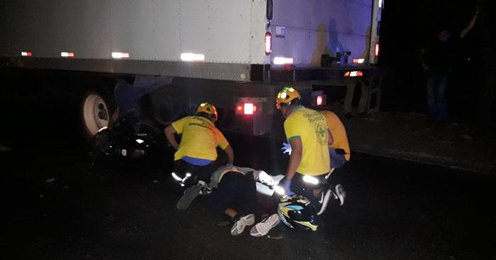 Motociclista muere tras impactar contra la parte trasera de un camión en carretera de Quezaltepeque