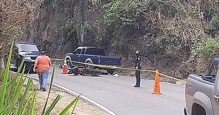 Motociclista muere tras ser arrollado en carretera a San José Villanueva