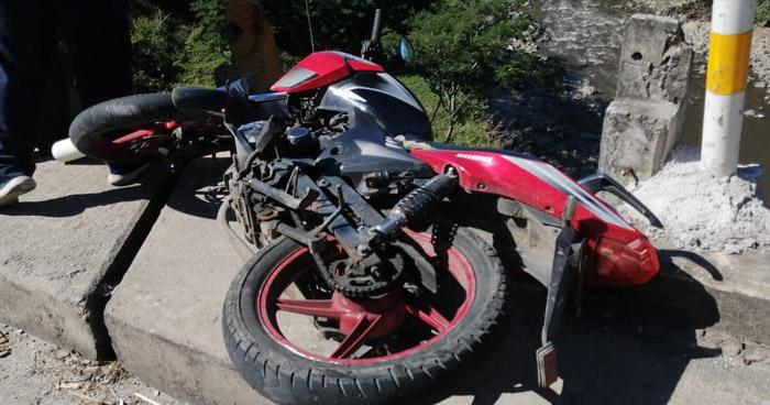 Motociclista muere tras caer del puente Majucla