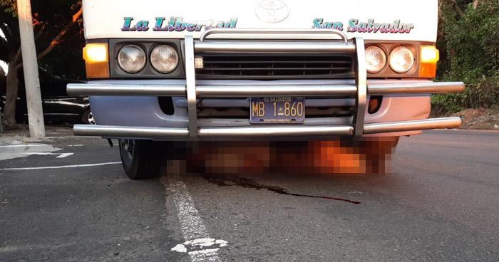 Motorista de ruta 102-A atropella y mata a motociclista en carretera Litoral