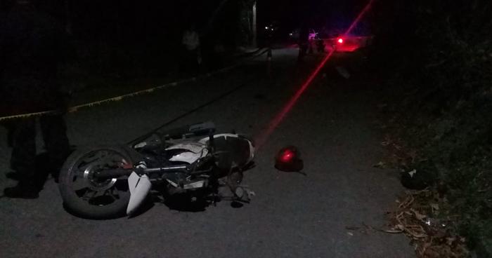 Un motociclista en estado de ebriedad murió tras estrellarse con un paredón en Cuscatlán