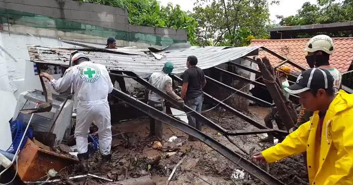 Hombre muere electrocutado en el techo de una vivienda en colonia Santorini, San Marcos