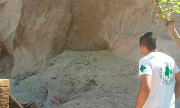 Muere niño que fue rescatado tras quedar soterrado durante un derrumbe en La Libertad