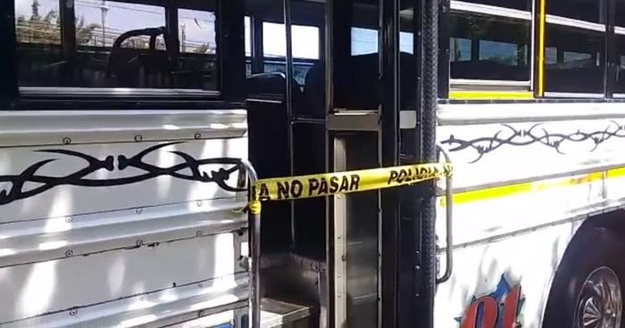 Hombre muere al interior de autobús Ruta 29-A