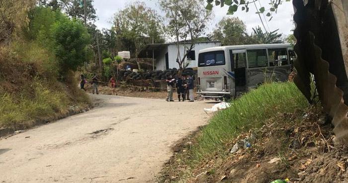 Mujer muere al ser embestida por microbús de la ruta 32 en Mejicanos