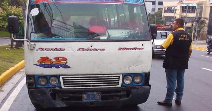 Multan a conductor de Ruta 42 por cometer tres faltas graves, una por disputarse la vía con otro conductor