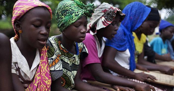 Padres intercambian hijas por vacas para sobrevivir en África