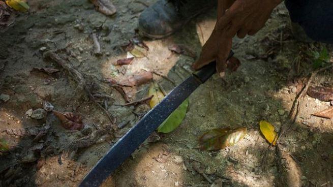 Niño de 8 años se corta el cuello con un corvo Estanzuelas, Usulután y muere en el hospital