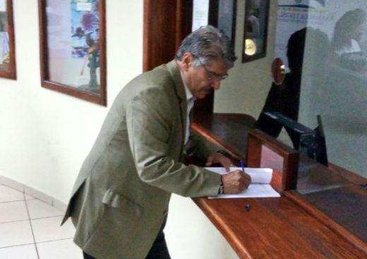 Norman Quijano solicita reformas al Código Municipal en pro de concejales suplentes