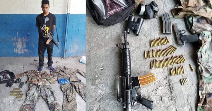Capturan a pandillero con armas de fuego y uniformes militares