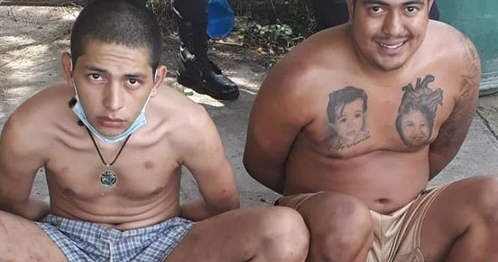 Dos pandilleros fueron capturados esta tarde frente a un Carwash en Soyapango