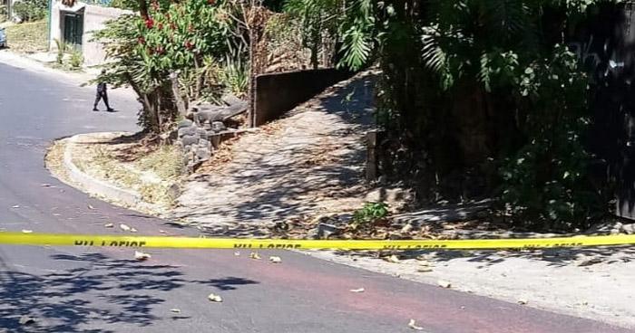 Asesinan a un hombre y a una mujer afuera de su vivienda en Ayutuxtepeque