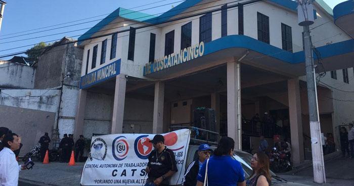 Empleados de la alcaldía de Cuscatancingo en paro de labores