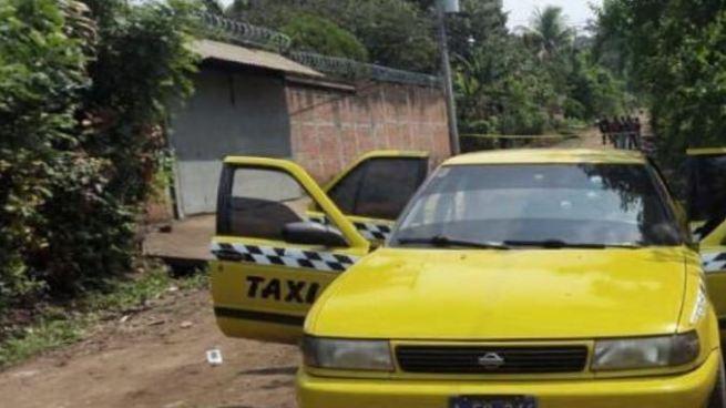 Delincuentes acribillan a balazos a un hombre dentro de un taxi en San Jacinto