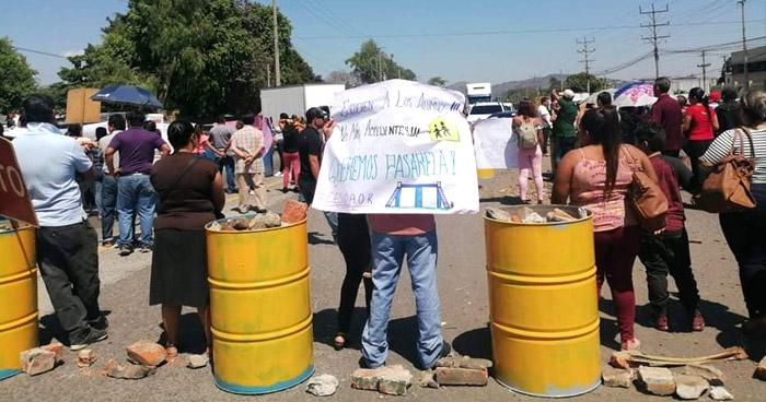Cierran carretera Panamericana para exigir una pasarela