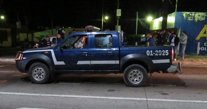 Patrulla en la que presuntamente le dispararon a Carla Ayala, fue sometida a inspección