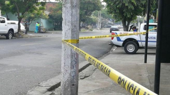Encuentran muerto a ebrio consuetudinario sobre la calle 5 de noviembre de San Salvador