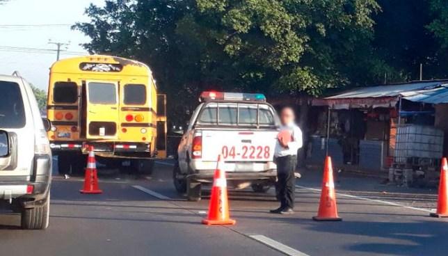 Un hombre murió al instante de ser arroyado por un autobús en carretera Panamericana