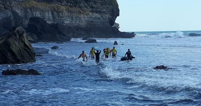 Empleado de la Corte de Cuentas muere ahogado en playa Jicalapa