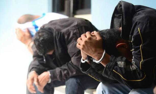 Detienen a tres policías que no entregaron un arma incautada a pandillero