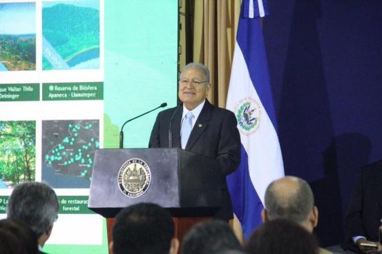 """Presidente Sánchez Cerén lanza """"Plantatón 2017, hagamos verde El Salvador"""""""
