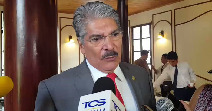 Norman Quijano asegura que préstamo para construcción del edificio legislativo no se puede reorientar para escuelas