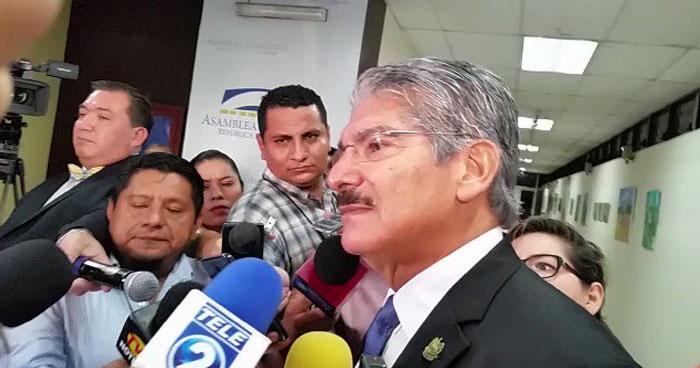 """Norman Quijano a Nayib Bukele sobre presupuesto de nuevo edificio: """"Aquí no nos va a venir a dar órdenes"""""""