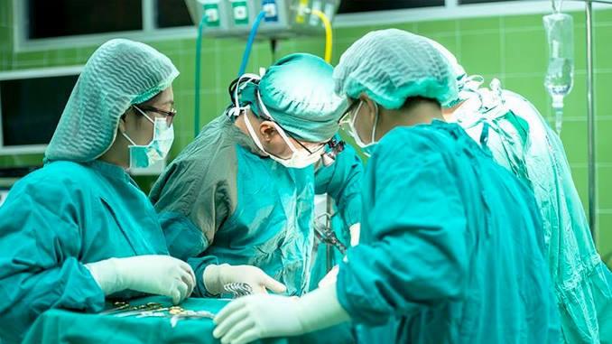El primer trasplante de cabeza en cadáver fue todo un éxito