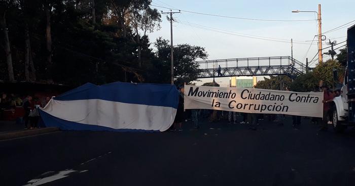 Paso cerrado en bulevar Tutunichapa por protesta