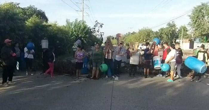 Habitantes de Altavista cierran carretera de Oro