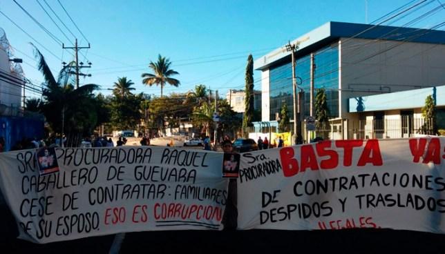 Sindicalistas suspenden labores en la PDDH y piden la renuncia de la procuradora Raquel Caballero