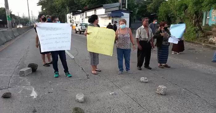 Cerraron carretera para denunciar servicio irregular de agua potable
