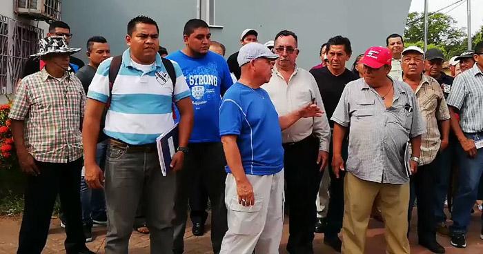 Empleados de la Alcaldía de Puerto El Triunfo mantienen paro de labores