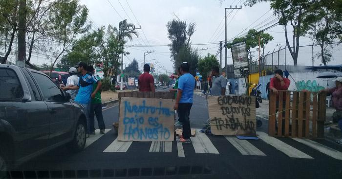 Vendedores ambulantes protestan porque no los dejan instalarse en la nueva Terminal de Oriente