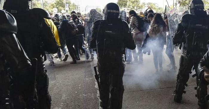 Tres muertos y más de 200 heridos en protestas en Colombia
