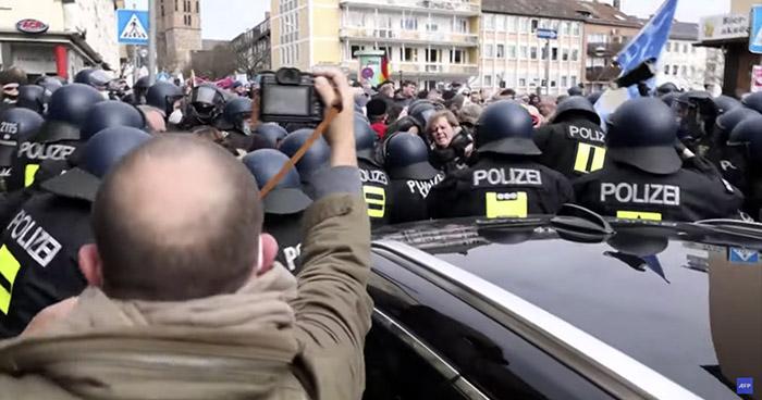 Aumentan protestas en Europa contra restricciones de movilidad por COVID-19