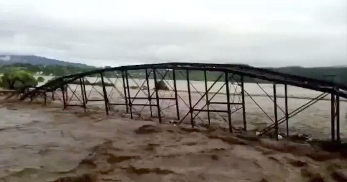 VIDEO | Puente ferroviario es arrastrado por caudal crecido del río Ulúa, en Honduras