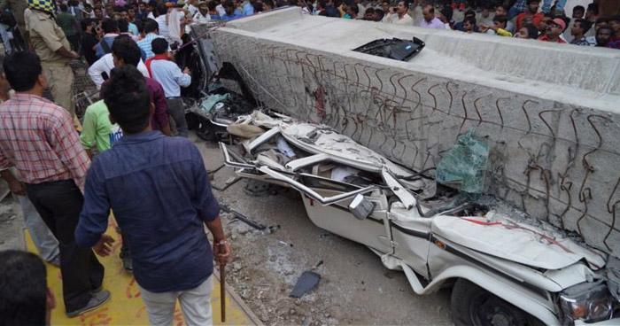 India: 15 personas mueren aplastadas por la caída de un puente en el estado de Uttar Pradesh