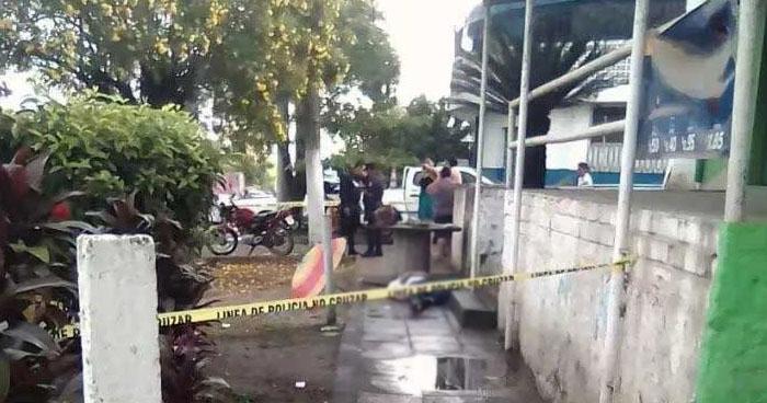 Pandilleros destruyen e incendian puesto policial de Apopa