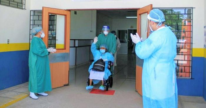 Ocho pacientes más recuperados de COVID-19 reciben el alta este jueves