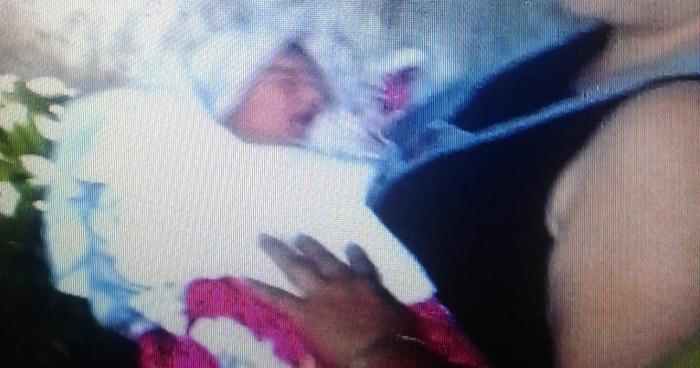 Abandonan a recién nacido en Plaza Colón de Santa Ana