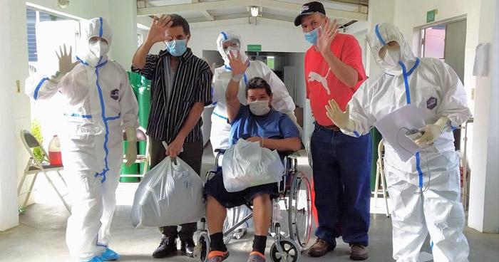 Más de 50 pacientes reciben el alta médica tras recuperarse de COVID-19